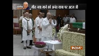 Mortal remains of former PM Atal Bihari Vajpayee brought to BJP HQ, top leaders pay last respect - INDIATV