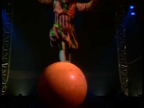Cirque du Soleil - Nouvelle Experience - Walking Globe