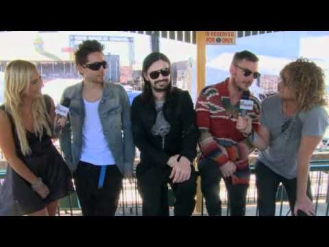 30 Seconds to Mars interview - Backstage at Soundwave 2011 with Hit List TV
