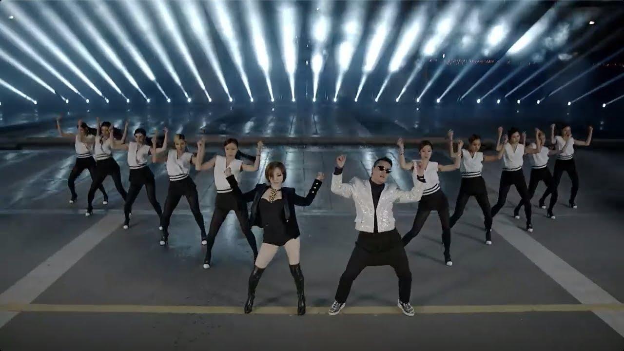siapa sih yg tidak mengenal PSY dengan lagu Gangnam Style dan mungkin anda pernah meniru gaya itu di dunia musik PSY membuat Video barunya yg berjudul GENTLEMAN bagaimana ya gayanya yg baru ini mari kita lihat cuplikannya