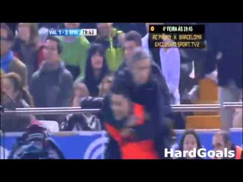 Jose Mourinho Funny Celebration to Cristiano Ronaldo Goal (Valencia - Real Madrid 2-3)