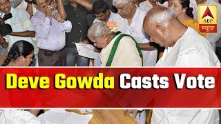 HD Deve Gowda casts vote along with his family in Karnataka - ABPNEWSTV