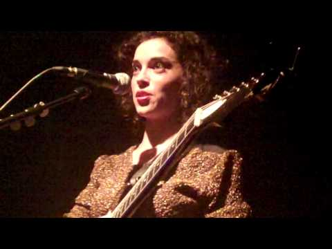 St. Vincent - Neutered Fruit live at The Button Factory, Dublin 13.11.2011 HD