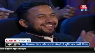 KV Sammelan : जब मंच पर पहुंचे ये Yogi Adityanath तो हंसी नहीं रोक पाए Kumar Vishwas - AAJTAKTV