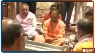 CM Yogi Adityanath Offers Prayer At Kashi Vishwanath Temple In Varanasi - INDIATV