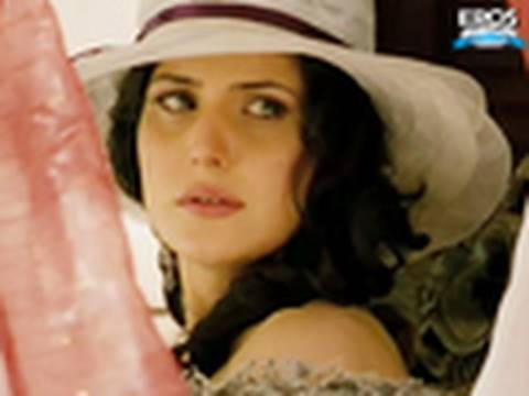 Gorgeous Zarine Khan sultry look - Veer