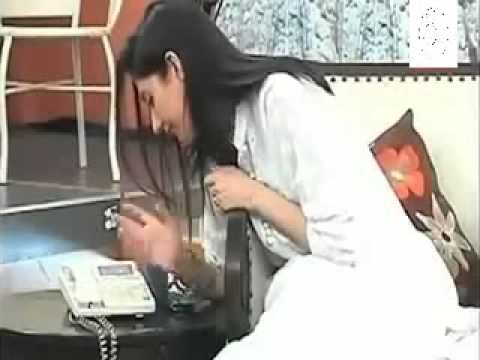 Pakistani Actress Mahira Khan Trying to Make a Phone Call New reliz update 2014