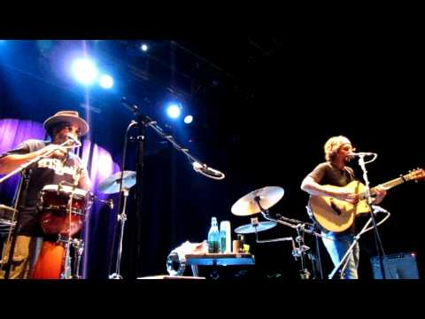 Jason Mraz - Plane (funny song about T-shirt)  @ Palac Akropolis, Prague 20-09-2011