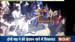 Violence in Banke Bihari Temple of Mathura - INDIATV