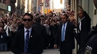 Crowds flock to Obama in NYC - CNN