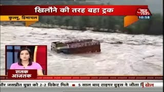 Devastating Flash Floods Strike Kulu, Manali; Buses, Trucks Swept Away Like Toys | Shatak AajTak - AAJTAKTV