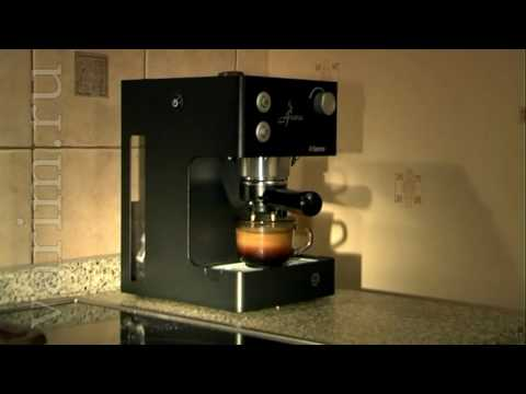 Making cappuccino with Saeco Aroma Inox RST Black coffemaker