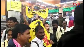 TDP activists leave for delhi in Special train for CM Dharma Porata Deeksha | CVR News - CVRNEWSOFFICIAL