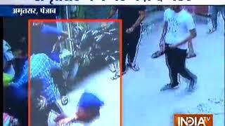 Punjab: अमृतसर में दो पक्षों के बीच जमकर हुई मारपीट, एक शख्स की हुई मौत - INDIATV