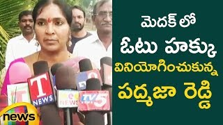 Padma Devender Reddy Cast His Vote in Medak | #TelanganaElections2018 | Mango News - MANGONEWS