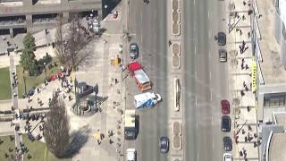 Reports: Van Hits Pedestrians in Toronto - VOAVIDEO