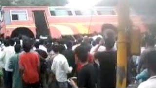 Pune's people power: Group lifts bus to free trapped students - NDTV
