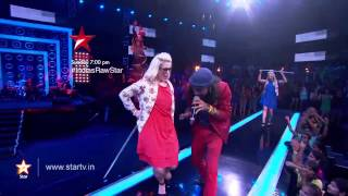 Rituraj entertains the audience with his 'Auntiji' song - STARPLUS
