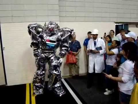 Funniest Robot In The World EVER KING ROBOTA