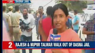 Talwars walk out of jail after 4 years, Rajesh & Nupur Talwar walk free - NEWSXLIVE