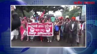 video : लुधियाना : पुलिस व आंगनवाड़ी वर्करों में जमकर धक्कामुक्की