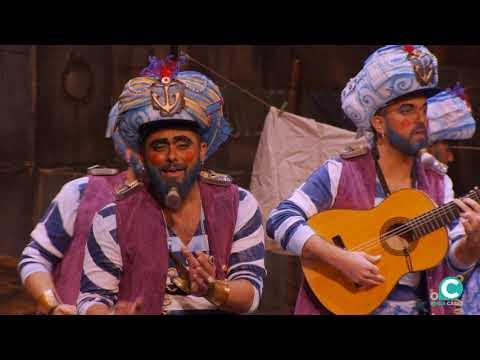 Sesión de Cuartos de final, la agrupación Los Geni de Cadi actúa hoy en la modalidad de Chirigotas.