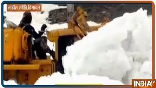 Kullu में दो दिन हुई तेज बारिश से Manali-Leh Highway पर जमी बर्फ को हटाने में आ रही परशानी - INDIATV