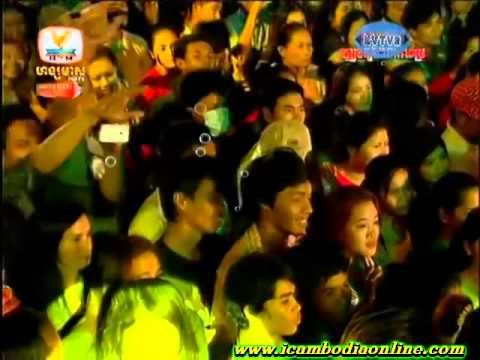 Khmer Concert Sing By Kammrak Sereymon 25.Dec.2013 Part 2