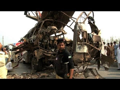 Pakistan bus bomb kills 'at least 18'