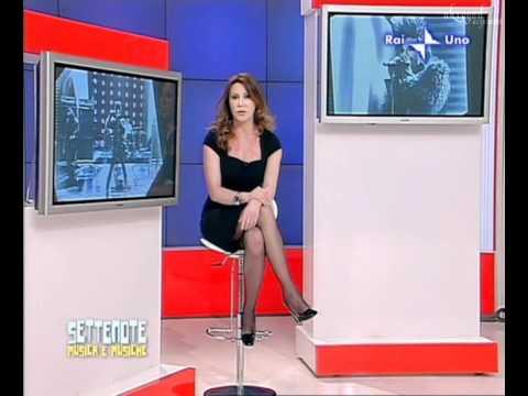 Manuela Moreno (giornalista Tg2) accavallata in calze nere