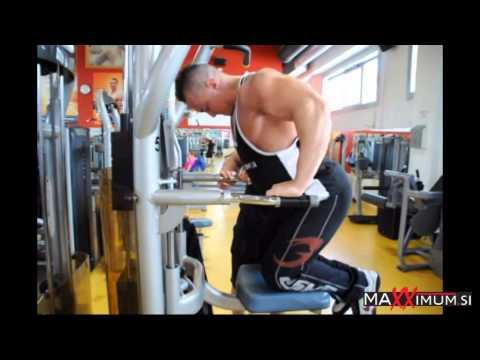 Jan Damiš trening prsnih mišic pod nadzorom Gašperja Groma