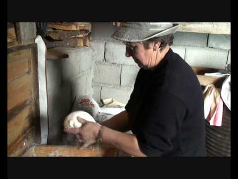 Pão Caseiro feito no Forno - Dornelas