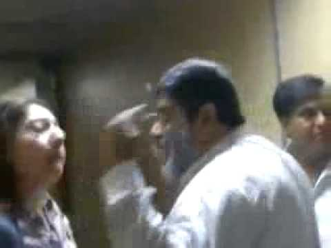 Sharmila Farooqi Fight at Airport with American Pakistani - TumTube.com - Desi Videos.flv