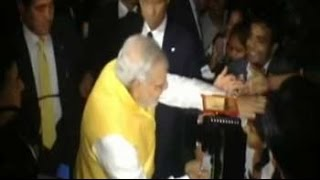 PM Modi mobbed at Indian embassy in Tokyo - NDTV
