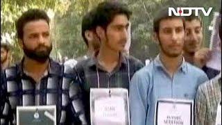 Prime Time: एएमयू में कश्मीरी छात्रों का प्रदर्शन फिलहाल थमा - NDTVINDIA