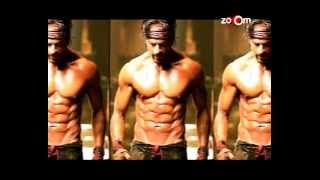 Shahrukh Khan's 10 PACK ABS! | Bollywood News