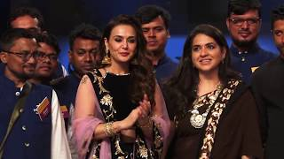 Sonam Kapoor, Karan Johar  & Preity Zinta on ramp for Abu Jani, Sandeep Khosla show 01 - HUNGAMA