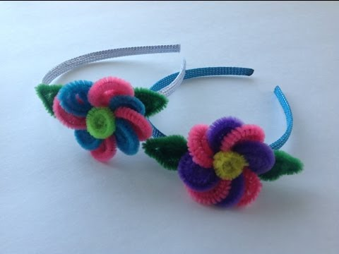 DIADEMA CON FLOR HECHA CON LIMPIA PIPAS . HEADBAND WITH FLOWER MADE WITH PIPE CLEANERS