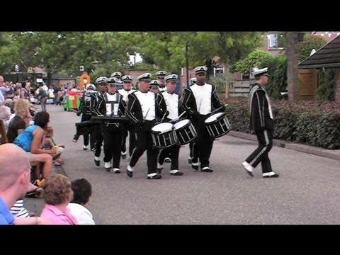 Drumband Heelsum tijdens het Volksfeest Varsseveld 2013