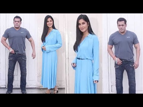 Salman Khan & Katrina Kaif while Posing for Photos during Bharat Promotions