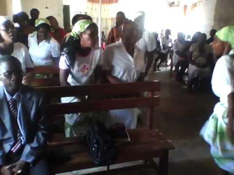 Louvor Folclórico das mulheres Pentecostais angolana