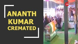 Mortal remains of Union Minister Ananth Kumar being cremated with full state honours - ZEENEWS
