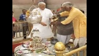 PM Narendra Modi pays visit to Vishwanath Temple in Varanasi - TIMESOFINDIACHANNEL