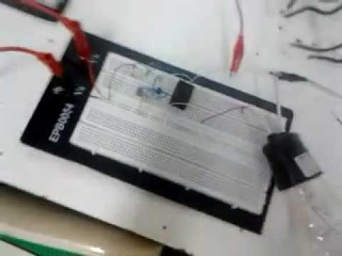 Circuito com relé fotoelétrico