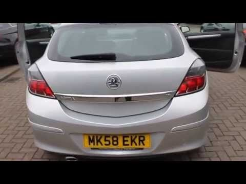 Vauxhall Astra SXI 1.6 Finished in Star Silver At Rix Motor Company