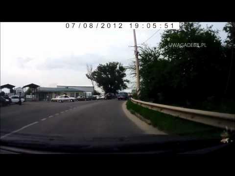 Wypadek - skuter wyprzedza na zakręcie