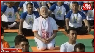 Prime Minister Modi Performs Yoga Asanas On International #YogaDay 2018 - AAJTAKTV