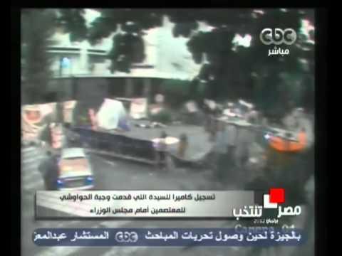 فيديو السيدة التى وزعت وجبات الحواوشي على المعتصمين