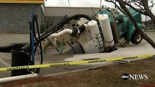Sinkhole Swallows Excavation Truck - ABCNEWS