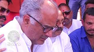 Boney Kapoor Gets emotional While Sridevi's Asthi Visarjan In Haridwar Photos - RAJSHRITELUGU